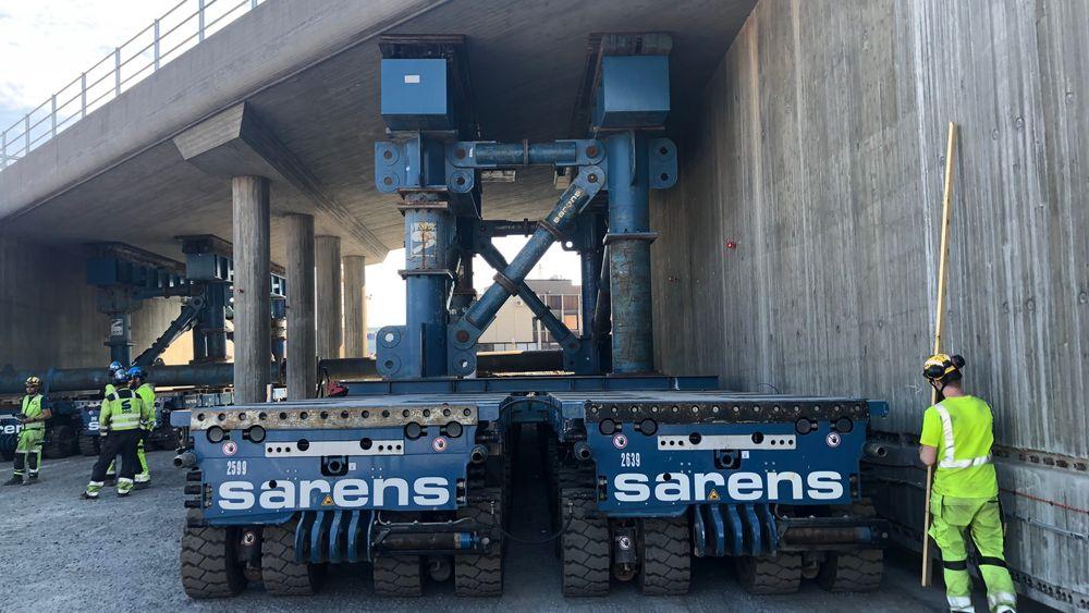 60 løftemoduler flyttet veikryssingen under Drammensbanen på plass.