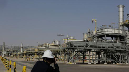 En fotograf tar bilder av oljefeltet Khurais, 150 km nordøst for hovedstaden Riyadh. Saudi Aramco bekrefter nå en datalekkasje.