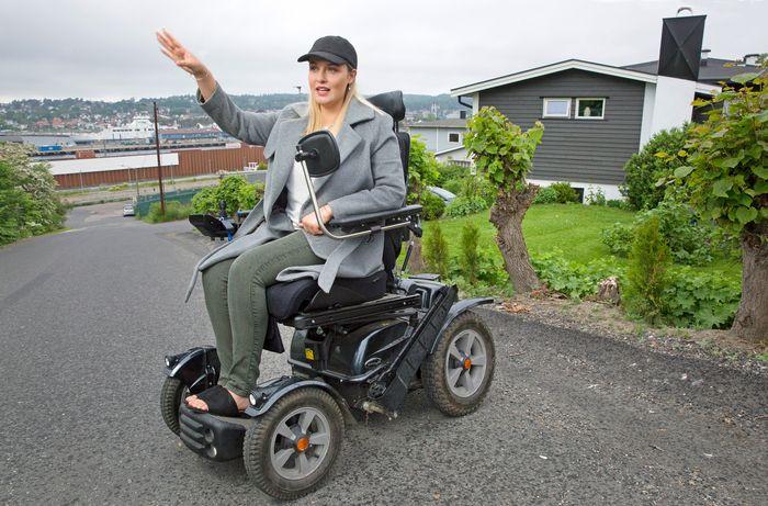 Karen Olaussen bor på ustabil kvikkleiregrunn i en bratt bakke ned mot Bane Nors byggegrop og fjorden. Hun etterspør mer informasjon om hvor ofte de overvåker kvikkleiren.