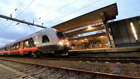 Ved åpningen i 2026 kan Flirt-toget være det første som tester Intercity gjennom Moss. Her avbildet på Oslo S.