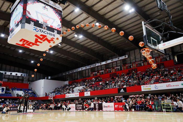 Den fjerde versjonen av CUE, altså CUE4, på en basketballkamp i Japan i 2020.