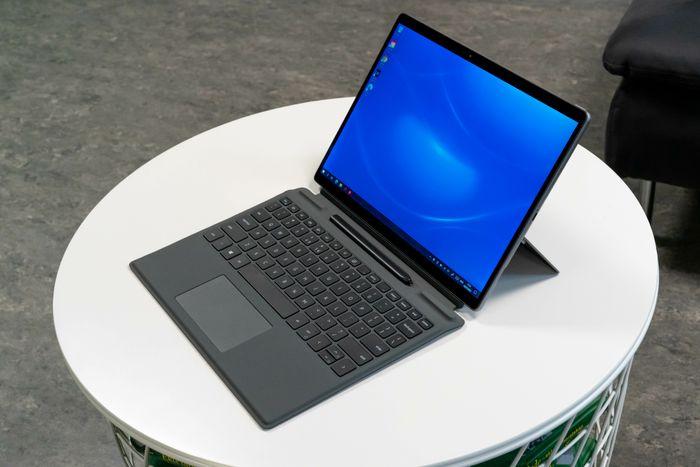 Nettbrett med tastatur koblet til
