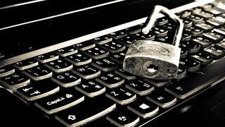 Hengelås som ligger på et tastatur.