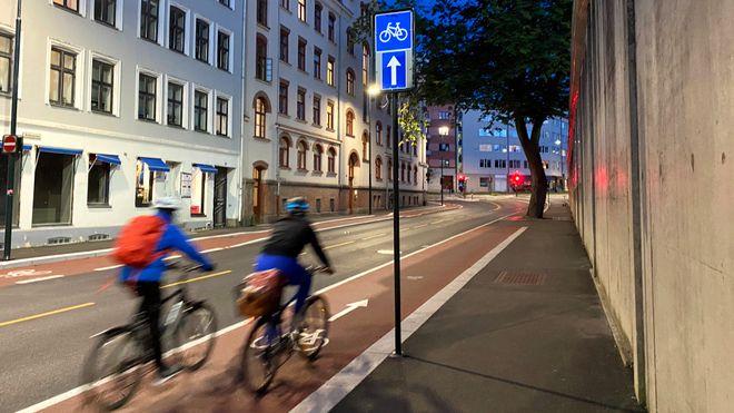 Vi hører med en ekspert om hvordan vi kan forbedre sykkelveiene.