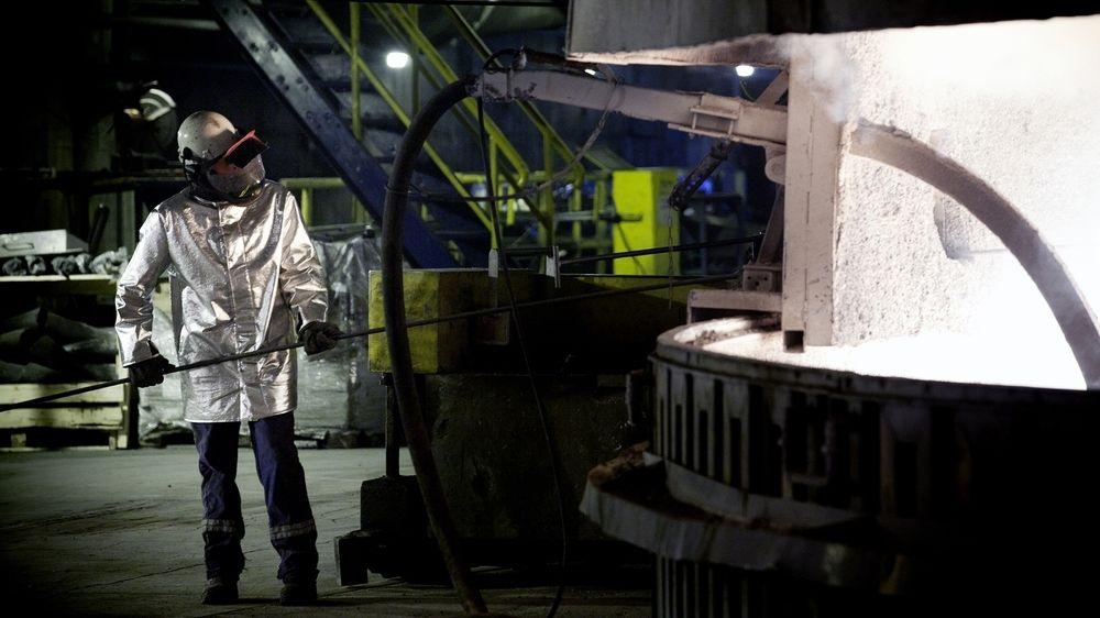 Den kraftkrevende industrien i Norge får betydelig støtte gjennom ordningen med CO2-kompensasjon. Fra 2026 kan denne ordningen bli avviklet. Bildet er fra Elkems smelteverk i Salten.