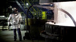 Arbeid på smelteverk.