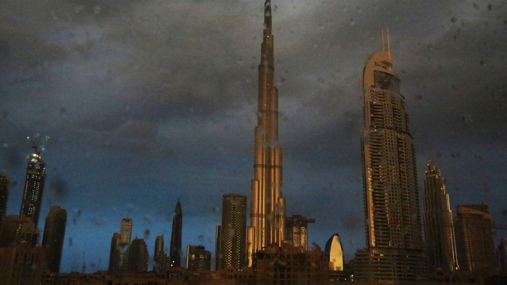 Ørkenklimaet i Dubai trenger kunstig stimuli for å få mer regn.