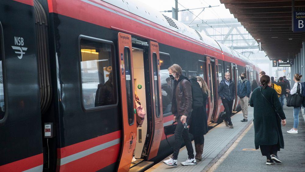 En undersøkelse fra NAF viser en kraftig nedgang i antall nordmenn som ønsker å reise kollektivt.