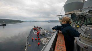 Den amerikanske jageren USS Roosevelt som ankommer Tromsø den 13. juli 2021.