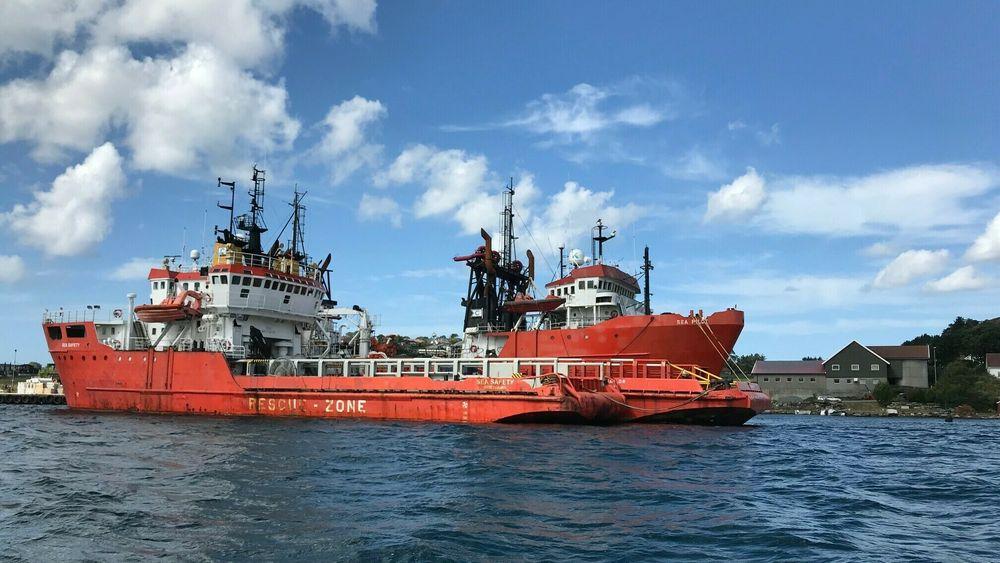 Bellona aksjonerer mot to gamle offshoreskip som ligger i opplag ved Bru kai i Stavanger kommune. De planlegger å inspisere skroget og vil ta seg om bord dersom tilstanden er så dårlig som de frykter.