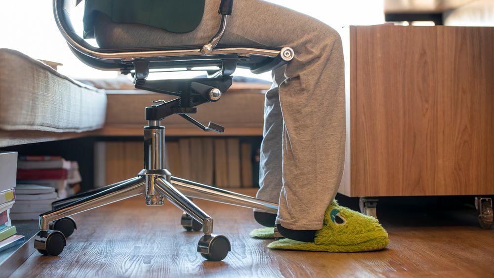 Jobber du hjemmefra mens resten av teamet er på kontoret? En ekspert på personlig merkevarebygging har fire råd som kan kompensere for det du går glipp av.