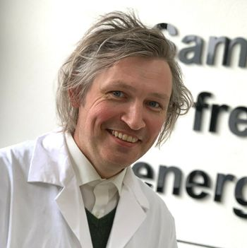 Professor Odne Stokke Burheim ved Institutt for energi-og prosessteknikk er primus motor for det nye batterilaboratoriet på NTNU.