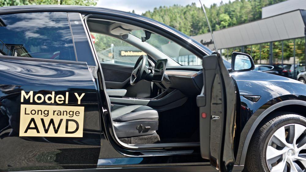 Tesla Model Y utleveres snart i Norge. Bildet er fra Mandal, der den første bruktimporterte Model Y befinner seg.