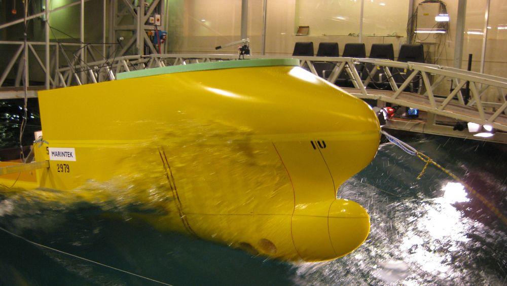 Simuleringer er basert på modelltester og kan ikke erstatte forsøk i ekte sjø. Her testes et skrog fra Havyard Design and Solutions.