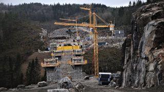 Den norske anleggsbransjen er under et økende press for å finne løsningene som gir de utslippskuttene som trengs for at Norge skal nå sine klimaforpliktelser, skriver artikkelforfatteren.