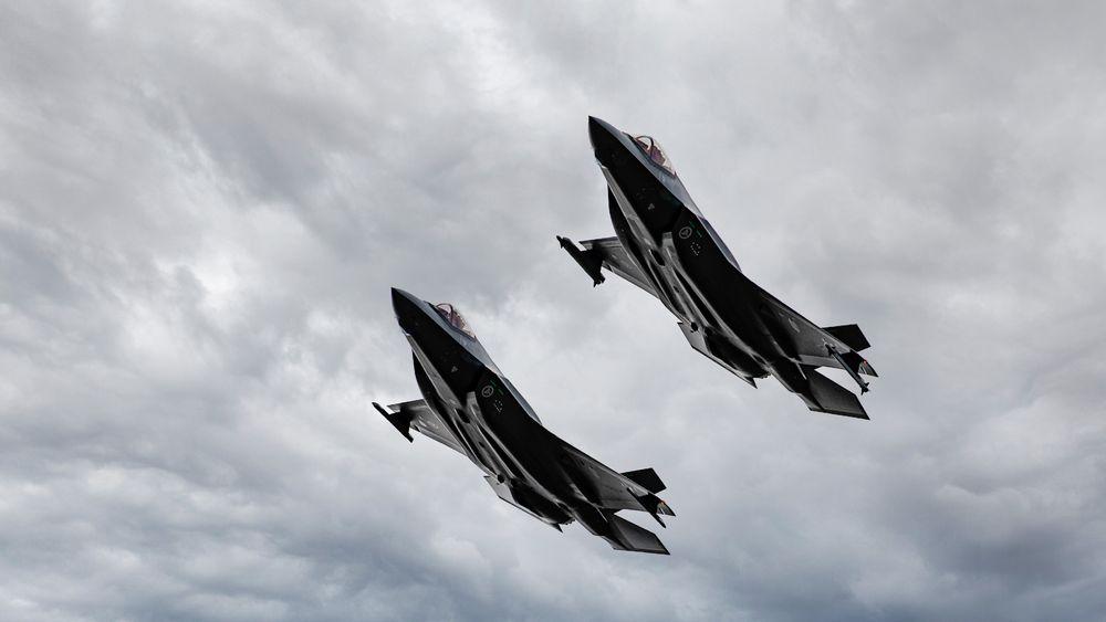To av de 28 F-35A-flyene som Luftforsvaret hittil har mottatt. Onsdag kveld lander tre nye fly på Ørland flystasjon.