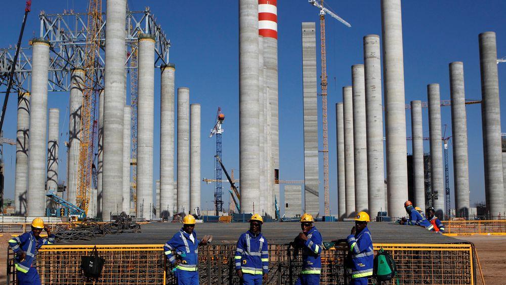 Arbeidere under byggingen av Eskoms Medupi kullkraftverk i Sør-Afrika i 2012.