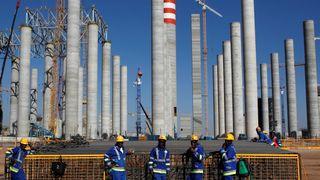 Arbeidere under byggingen av Eskom's Medupi kullkraftverk i Sør-Afrika i 2012.
