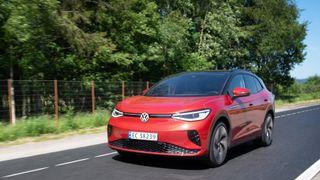 Tyskland, hjemlandet til både Volkswagen ID4 og en rekke andre populære elbiler, er det suverent største elbilmarkedet i Europa nå, målt i antall solgte biler.