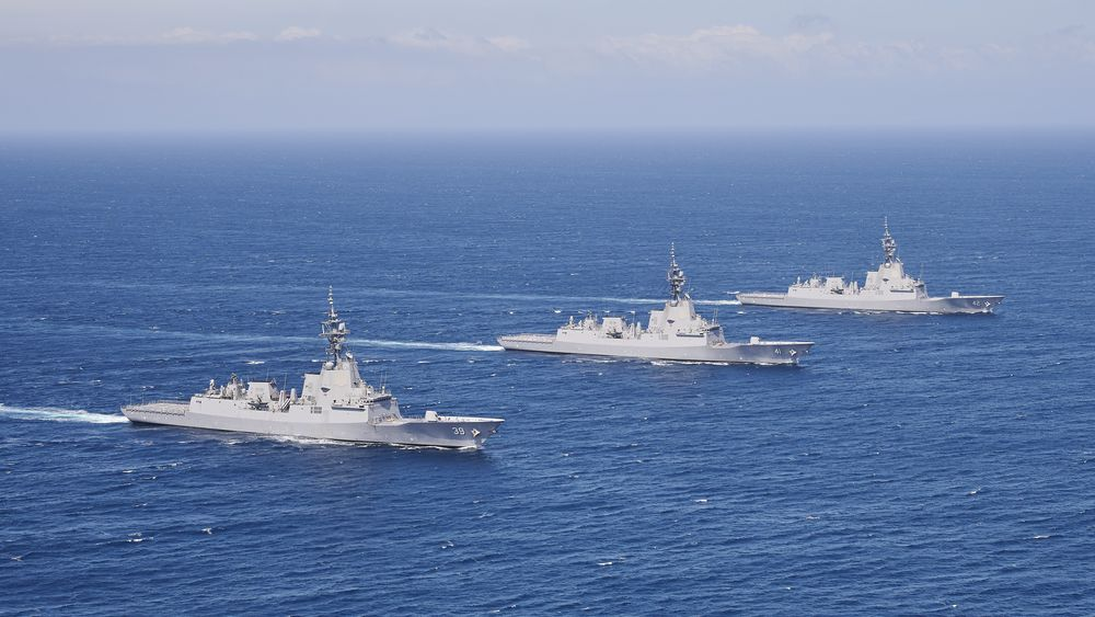 De tre F100-fregattene HMAS Hobart HMAS Brisbane og HMAS Sydney under en øvelse sør for New South Wales i 2020.