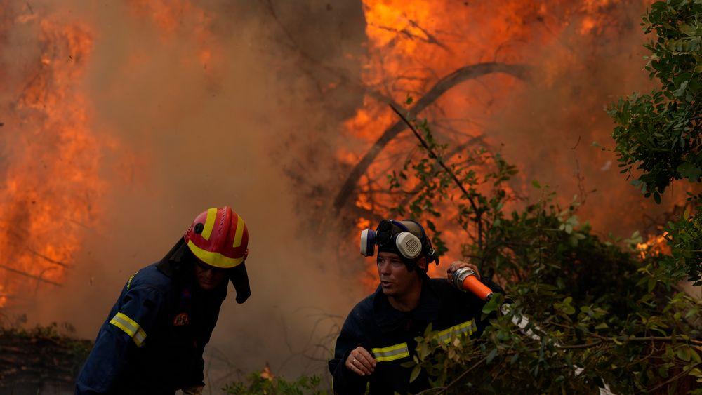 Rapporten FNs klimapanel publiserte ble beskrevet som «kode rød for menneskeheten» av generalsekretær António Guterres, skriver artikkelforfatteren. Bildet er fra de voldsomme brannene i Hellas tidligere i sommer.