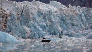 Områdene er for farlige til å kartlegge fullt ut og for små til å bli plukket opp på globale havmodeller. Derfor har ikke samspillet mellom fjorder og isbreer vært tilstrekkelig representert i hav- og klimaspådommer, ifølge forskerne.