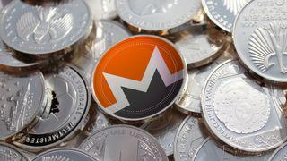 Monero-mynt sammen med mange andre mynter.