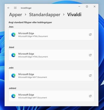 Ønsker man at for eksempel Vivaldi skal være standard nettleser i Windows 11, må brukeren selv endre en rekke tilordninger for ulike filtyper og protokoller/tilkoblingstyper, slik at disse ikke lenger åpnes i Microsoft Edge.