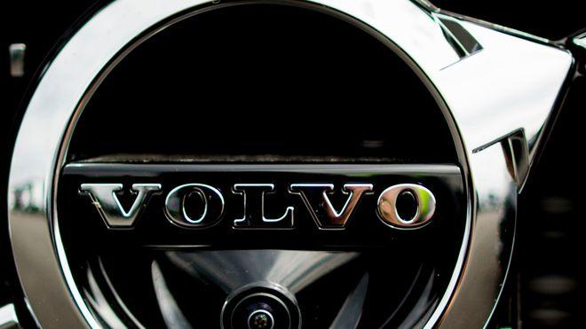 Volvo-fabrikk stenger på grunn av databrikke-mangel