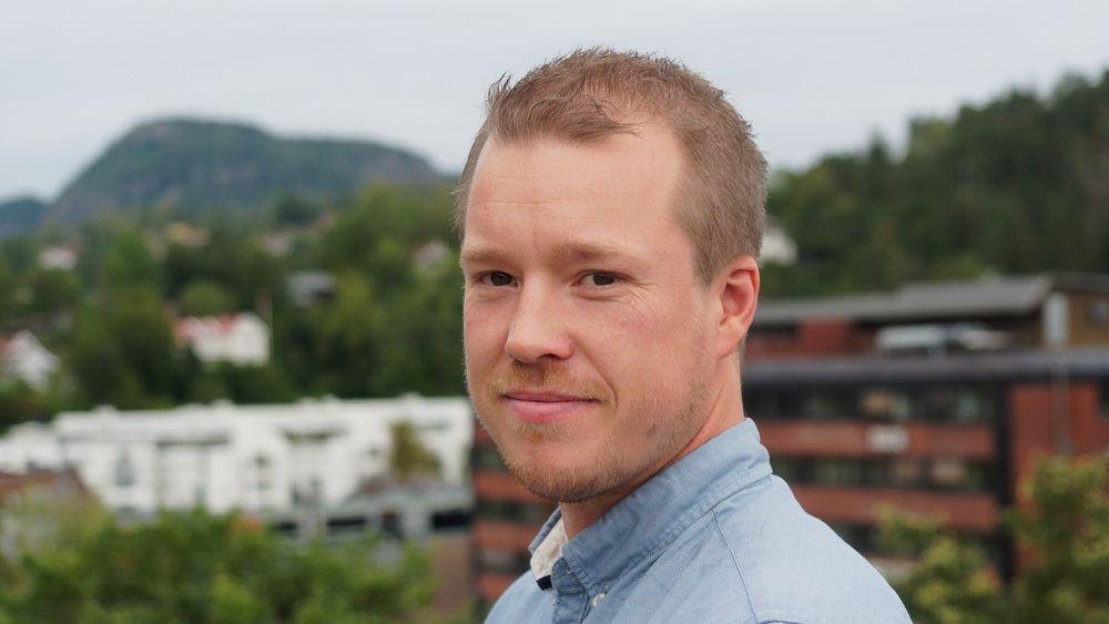 Tor Martin Lystad hos Norconsult startet ingeniørkarrieren med å utdanne seg som tømrer. Nå har han tatt doktorgrad ved Institutt for konstruksjonsteknikk på NTNU om hvordan vind påvirker lange, smale bruer.