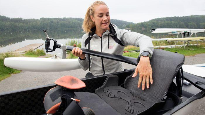 Birgit Skarstein sier det var en voldsom omstilling for henne å endre rostilling så mye som hun har gjort nå i forberedelsene til Paralympics. – Det føltes både rart og uvant, så jeg ble nødt til å være trygg på at veien vi gikk var riktig retning, sier Skarstein. Etter en korona-periode med få konkurranser, har hun endelig fått de første svarene på det i år, med både EM-gull i april, og verdensrekord i juni.