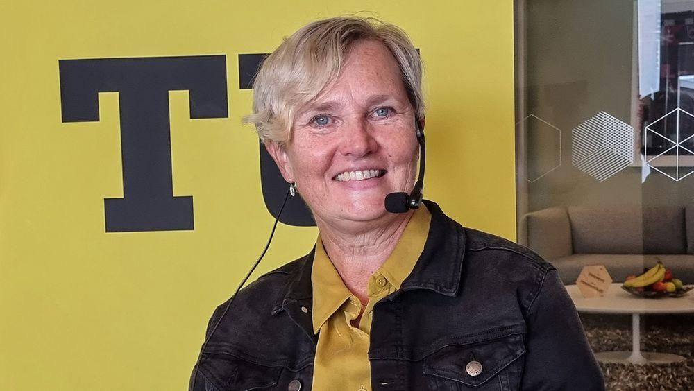 Ladet:  Seniorrådgiver for klima og miljø Ragnhild Marie Hammer i Arendal kommune har stått bak en ladeplan for elektriske båter. Det trengs for nå øker salget av miljøvennlige fritidsbåter.