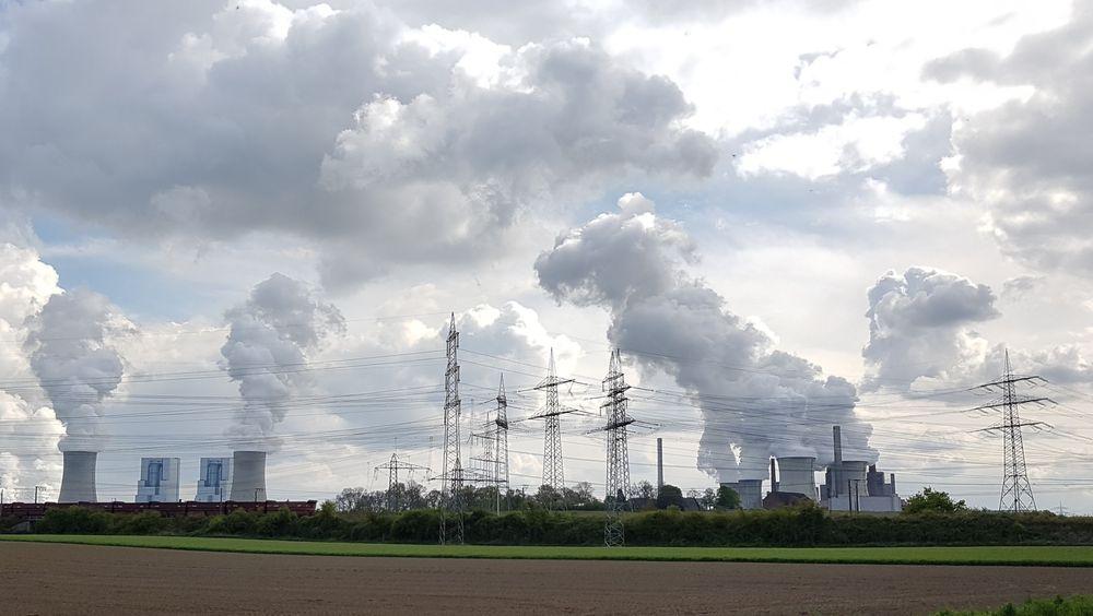 Energimiksen i verden endres ikke til fornybar fort nok, ifølge DNVs analyser i Energy Transition Outlook for 2021.