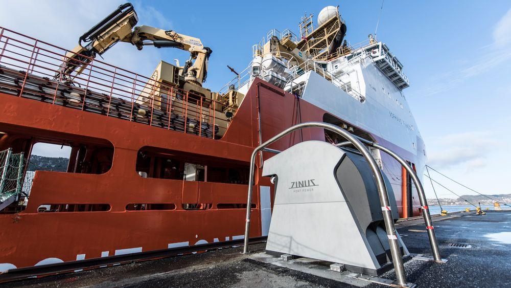 Enova bidrar til landstrøm i 110 havner. Det begynenr å bli «business». Bergen Havn og strømselskapet BKK har sammen dannet selskapet Plug, som står for landstrømutbygging i flere havner, både nasjonalt og internasjonalt.