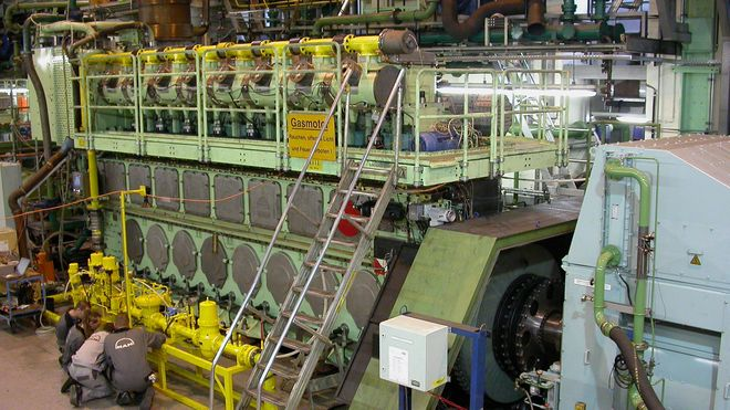 MAN B&W tester en LNG-motor i Augsburg, Tyskland.