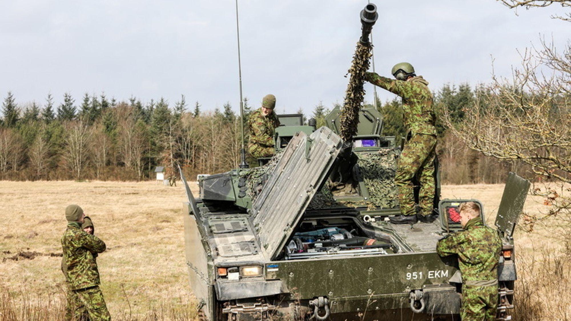 Estland har anskaffet brukte CV90-er fra Nederland og Norge. De sistnevnte skal nå gjennom et oppgraderingsprosjekt. Dette er fra øvelsen Brash Lion tidligere i år.