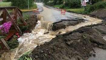 Regnvann på avveie kan gjøre stor skade på både mennesker, bygg og infrastruktur. 7 analytics jobber med å forutsi hvor vannveiene vil gå.