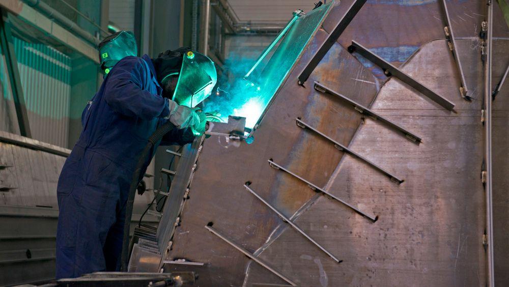 Aluminium ble valgt for å holde vekten nede, og det byr på mye spesialisert sveisearbeid.