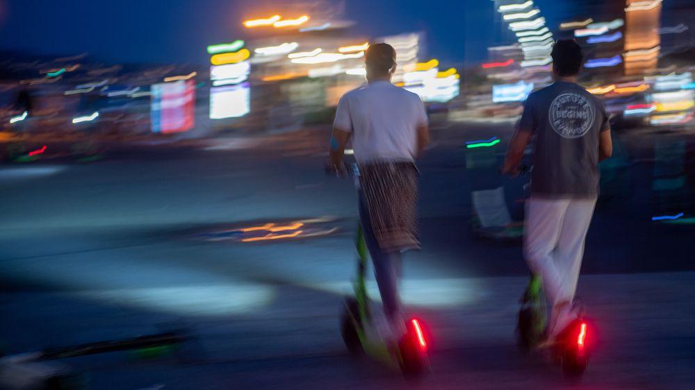 Oslo kommune har strammet kraftig inn på reglene for elsparkesykler, blant annet med krav om nattestengning.