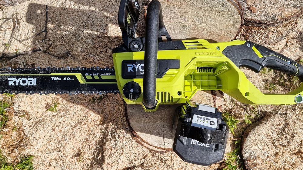 De nye 36 volt batteriene fra Ryobi fra 6 Ah og oppover er svære og tunge.