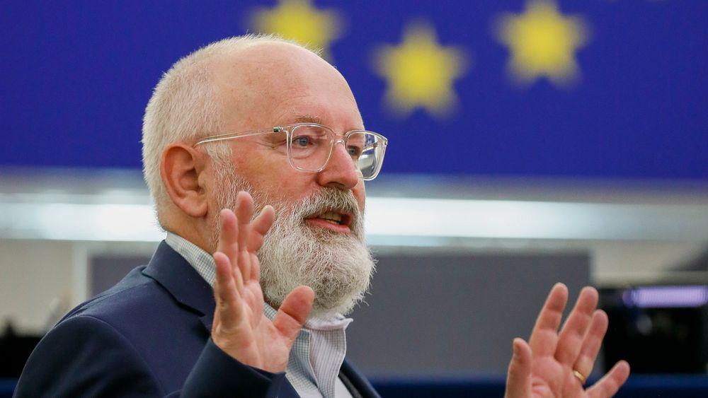 EUs klimasjef Frans Timmermans mener at EU bør sikre at de mest sårbare menneskene ikke betaler den tyngste prisen for det grønne skiftet.