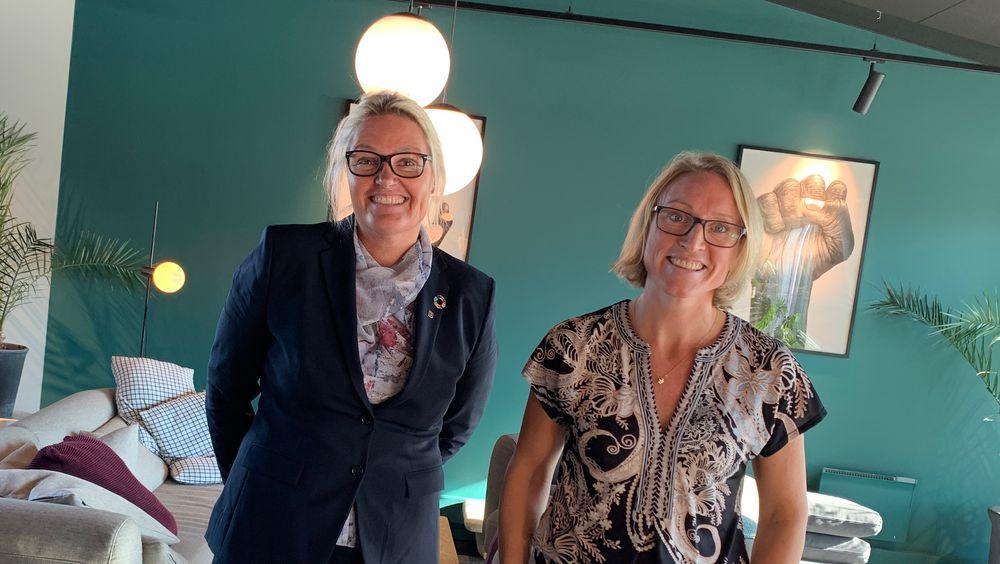 Tonje Steigedal (t.h.) leder det nystartede selskapet Lybe Scientific AS. Her sammen med Toril Hernes, prorektor for innovasjon ved NTNU.