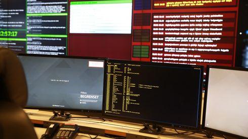 Fra kommandosentralen til Nasjonalt cybersikkerhetssenter (NCSC), som overvåker digitale angrep og trusler mot norske interesser.