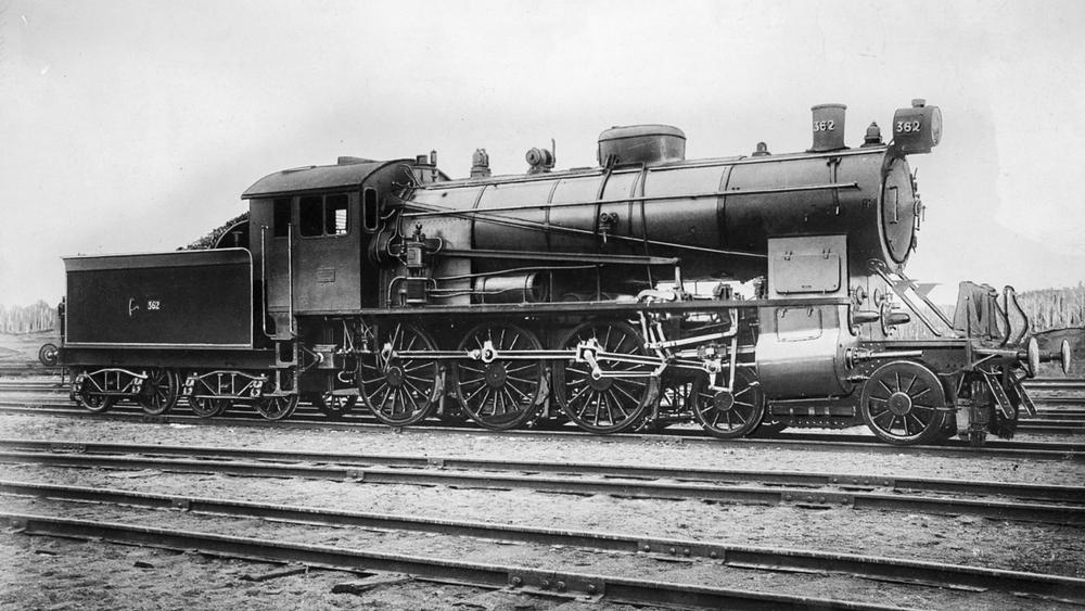 Den første Dovregubben: Damplokomotivet NSB type 30B som ble bygget av Norsk Maskinindustrivar trekkraften på Dovrebanen i 1921. De første ble bygget av Thune i 1914 og de siste, som trafikkerte Kragerølinjen, ble faset ut i 1969.
