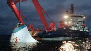 Estonias baugport ble hevet få uker etter forliset, mens resten av vraket fremdeles ligger på rundt 80 meters dyp i Østersjøen.