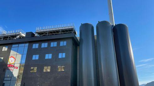 Dette avfallsanlegget er byens største utslipps-punkt. Nå vil selskapene lage drivstoff av CO2-en