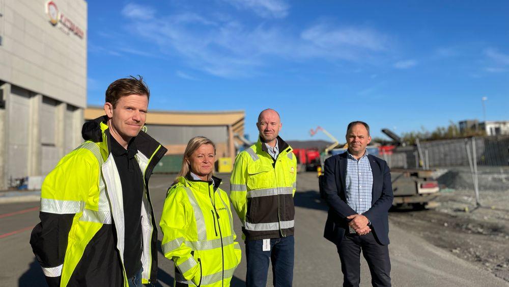Tomas Solstad i Fjuel, Britt Mathisen Limo i Remiks Miljøpark, Frank Mathillas i Kvitebjørn Varme og Erling Dahlberg i Troms Kraft vil gjerne bruke strøm fra vindkraft og CO2 fra avfallsforbrenning til å lage syntetisk drivstoff, såkalt e-metanol, i Tromsø.
