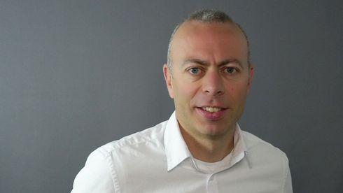 Anders Løland. Mann i hvit skjorte.