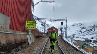 Landmålerryggsekk tryller frem «digital tvilling» for nytt signalanlegg på Flåmsbanen
