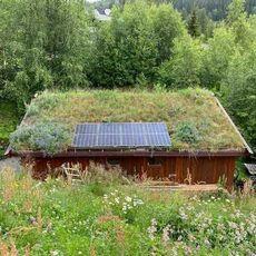 Solceller, torvtak, miljøtak, rec, steinar tveito, snølast, hytta, batteri, strømpris, nettselskap, montering, mikroinverter